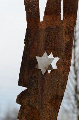 Der Davidstern symbolisiert: Unter den Häftlingen waren 30 Juden.